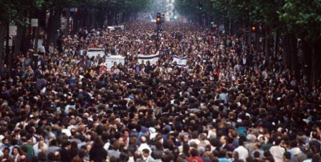 En 1990, une manif géante, contre l'antisémitisme supposé des Français, avait rassemblé une foule énorme derrière Miteux.  Le Pen était pendu en effigie.  A l'époque, il y avait quelque 5 à 10 millions d'envahisseurs musulmans en moins.  L'autre François triomphe : la France est détruite.